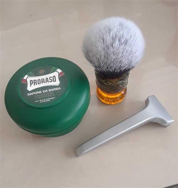 Felix Alomar verified customer review of Yaqi R1730 Sagrada Familia Tuxedo Synthetic Shaving Brush