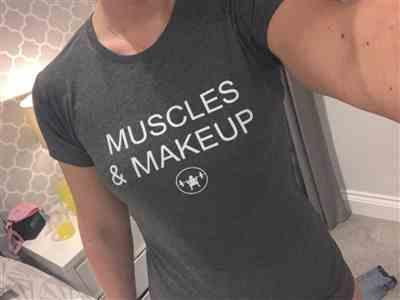 Zoe C. verified customer review of MUSCLES & MAKEUP TEE