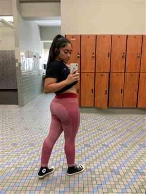 Jasmine Z. verified customer review of Burgundy Seamless Sculpt Leggings