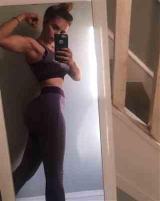 amanda-lynn D. verified customer review of Burgundy Seamless Sculpt Leggings