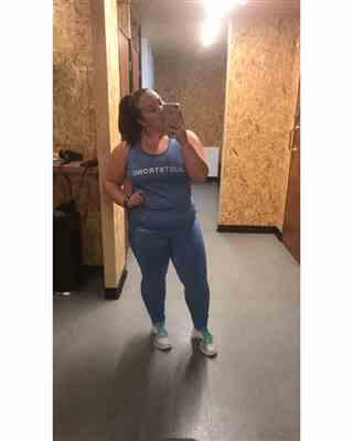 Sophie K. verified customer review of Sapphire Seamless Sculpt Leggings