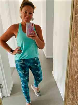 Nicole B. verified customer review of TROPICAL REEF BOLDER LEGGINGS