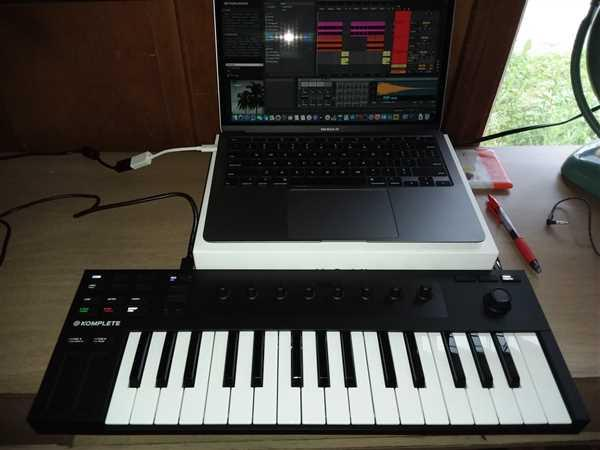 DJ TechTools Komplete Kontrol M32 Review