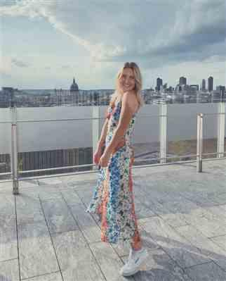 Emily Wade verified customer review of TOPSHOP SUMMER FLORAL MIDI DRESS