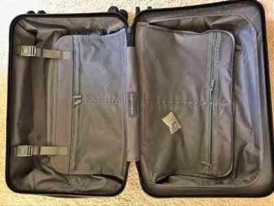 Santi verified customer review of Midnight Black 22 Carry On Luggage