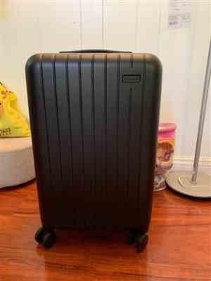polo liu verified customer review of Midnight Black 22 Carry On Luggage