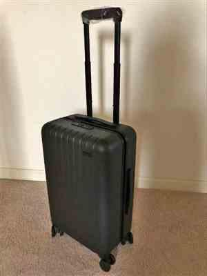 Santi verified customer review of Skyline Gray 22 Carry On Luggage