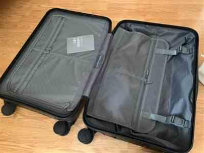 Ria verified customer review of Midnight Black 22 Carry On Luggage