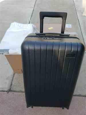 Amazon Customer verified customer review of Midnight Black 22 Carry On Luggage