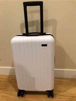 Jason Li verified customer review of Forest Green 22 Carry On Luggage