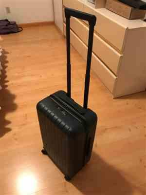 Layingdown roots verified customer review of Midnight Black 22 Carry On Luggage
