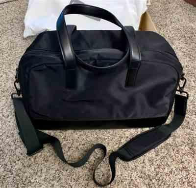 Shopaholic verified customer review of Black Weekender Bag with Back Sleeve