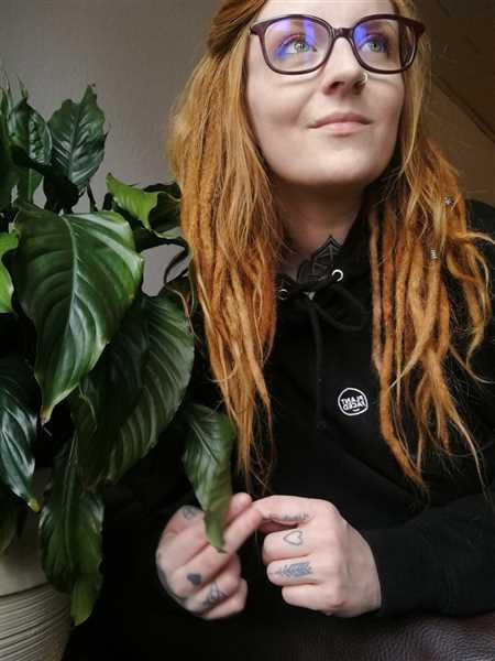 PLANT FACED CLOTHING The Classics Hoodie - Embroidered Logo - Black Review