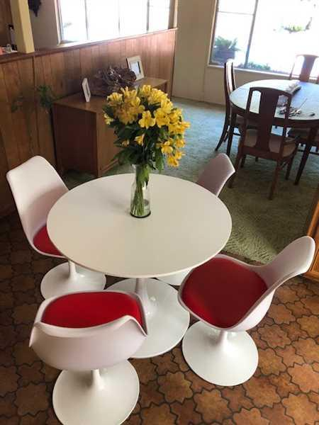 William McGowan verified customer review of Tulip Dining Set, 35.5 Round Table & 4 Chairs