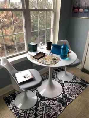 Modholic Tulip Fiberglass Dining Table - 30 Round Review