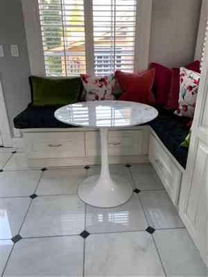 Suzanne O. verified customer review of Tulip Dining Table - 32 Round Marble Top