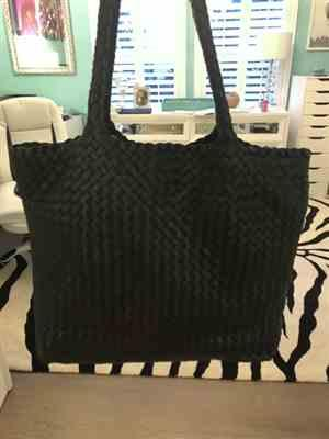 Ixiim Flores verified customer review of The Anna Woven Handbag in Black